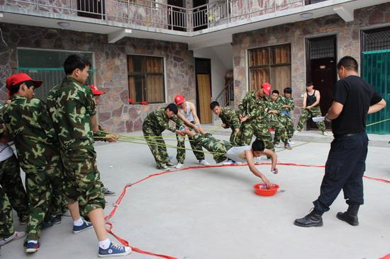 拓展训练使身体和意志都得到锻炼